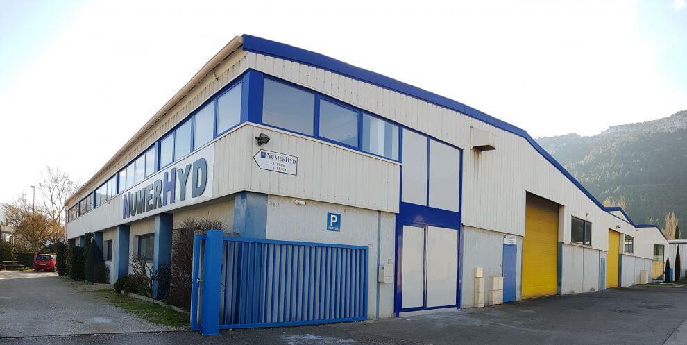 Blick auf die Numerhyd Fabrik, Gebäude, Räumlichkeiten