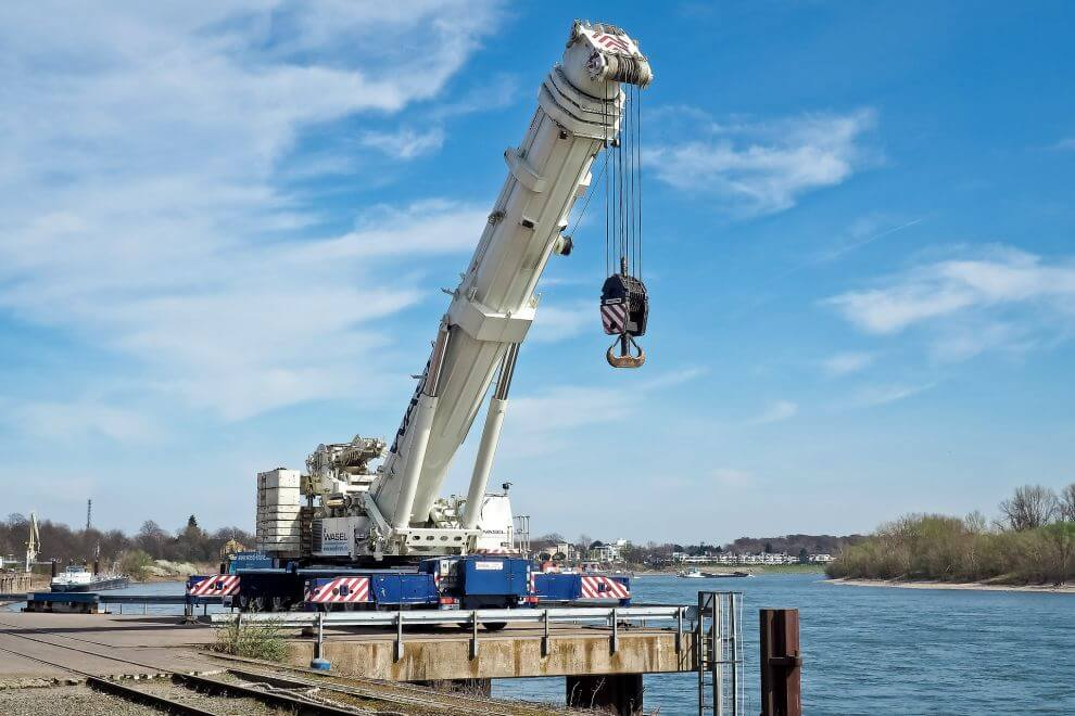 Infrastructure and transport (maritime lifting)